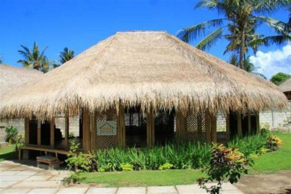outside-yoga-shack-lembongan